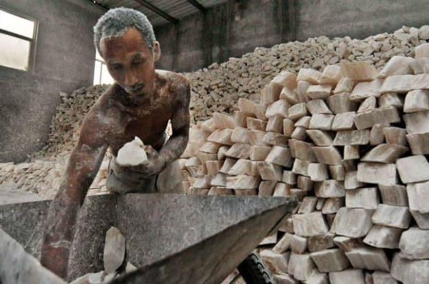 De cada 10 pessoas resgatadas do trabalho escravo, 9 estão submetidas à terceirização
