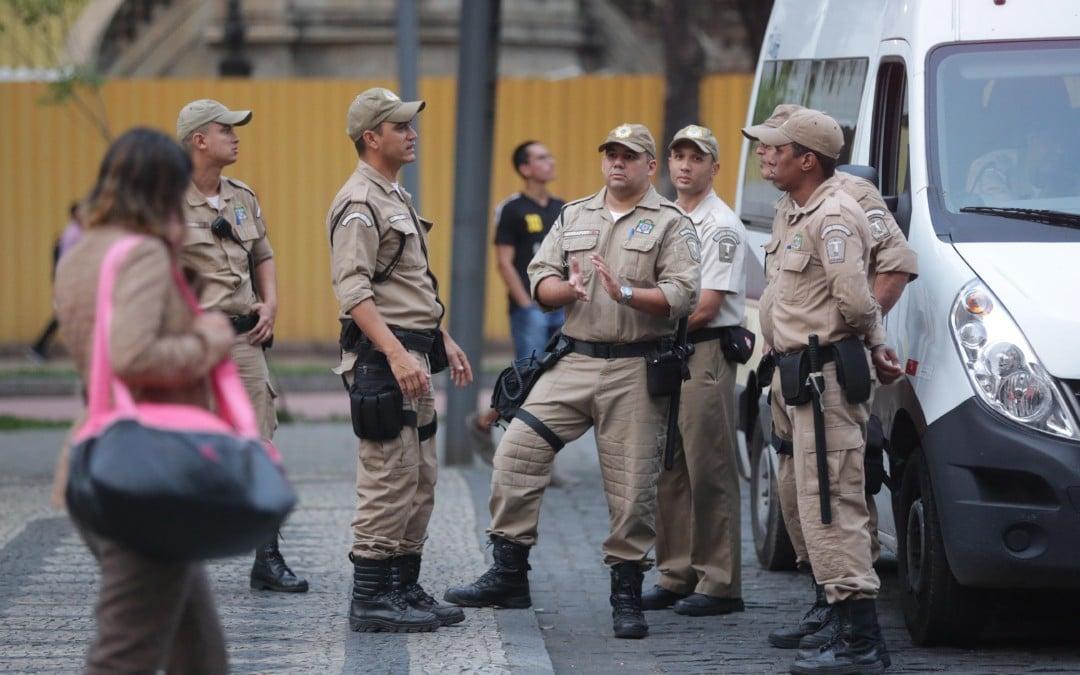 Crivella pede R$ 20 por mês de cada lojista para combater comércio ilegal no Rio